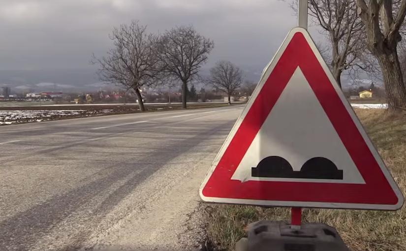 6 tipů, díky nimž bude mít vaše auto větší šanci přežít jarní přehlídku výtluků a jam na silnicích